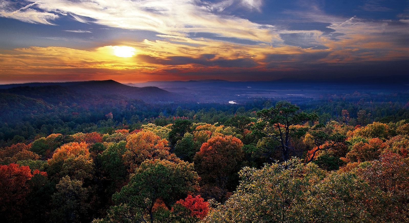 Ozark_Mountain_Sunset_Fayetteville-Arkansas